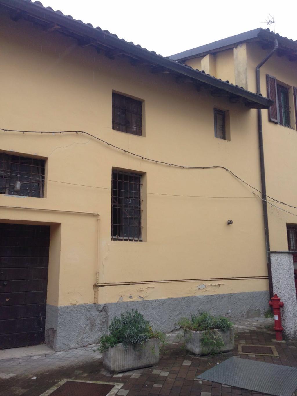 Magazzino in Vendita a Rovellasca: 1 locali, 160 mq