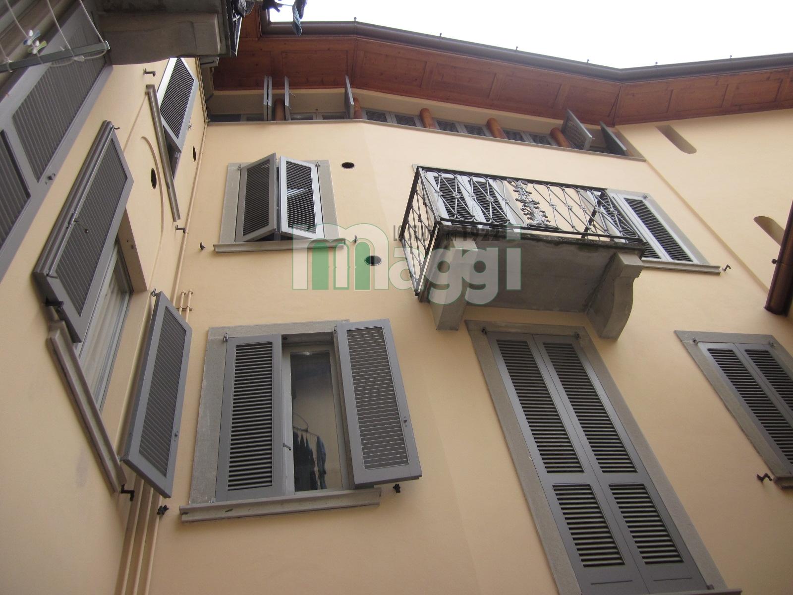 Palazzo in Vendita a Clusone: 700 mq