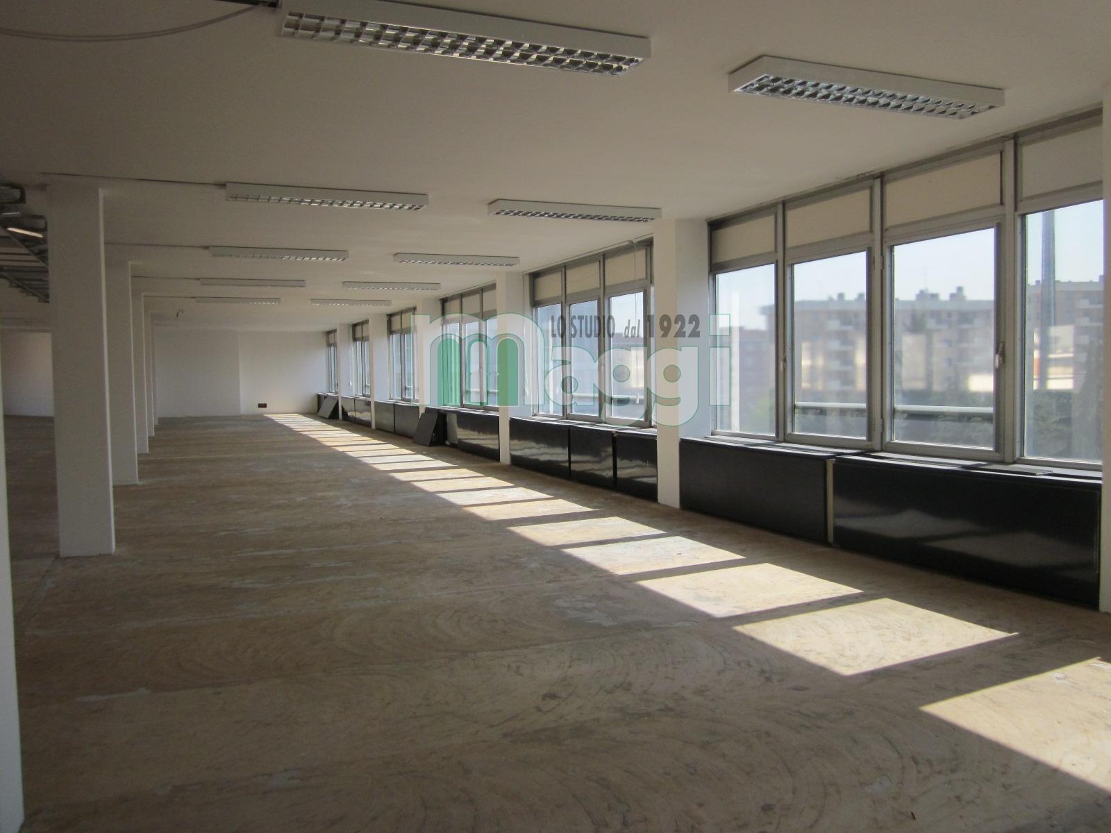 Ufficio-studio in Affitto a Trezzano Sul Naviglio: 5 locali, 1500 mq