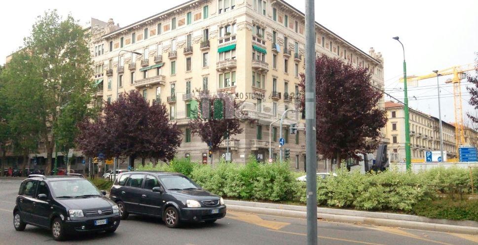 Posto-box auto in Vendita a Milano: 13 mq  - Foto 1