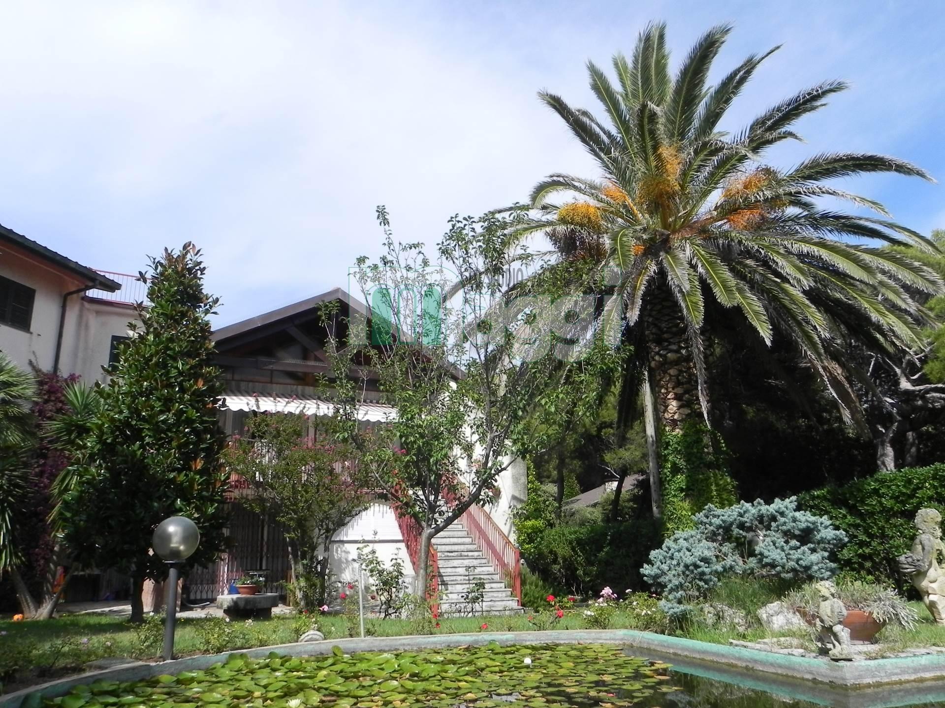 Villa in Vendita a Rosignano Marittimo: 5 locali, 1000 mq