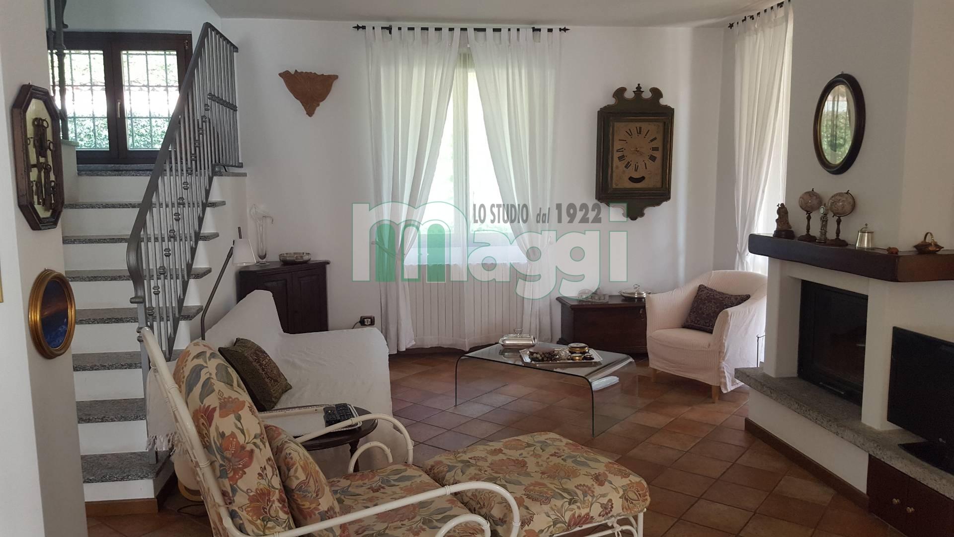Villa in Vendita a Ello: 5 locali, 300 mq