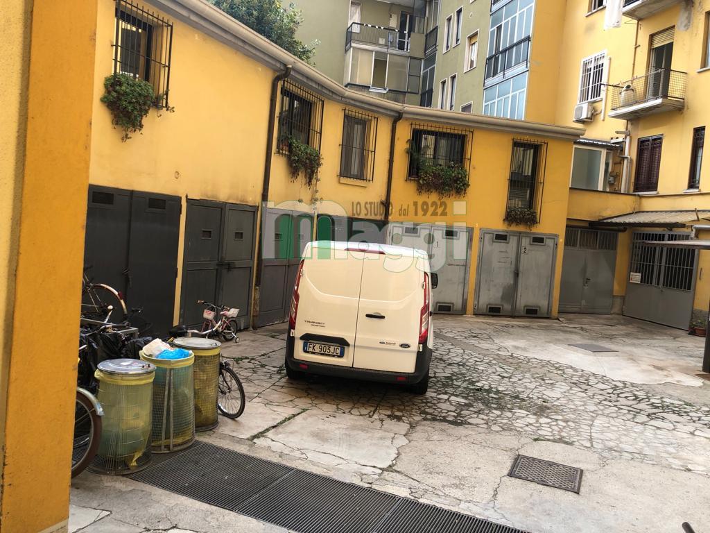 Posto-box auto in Vendita a Milano: 11 mq