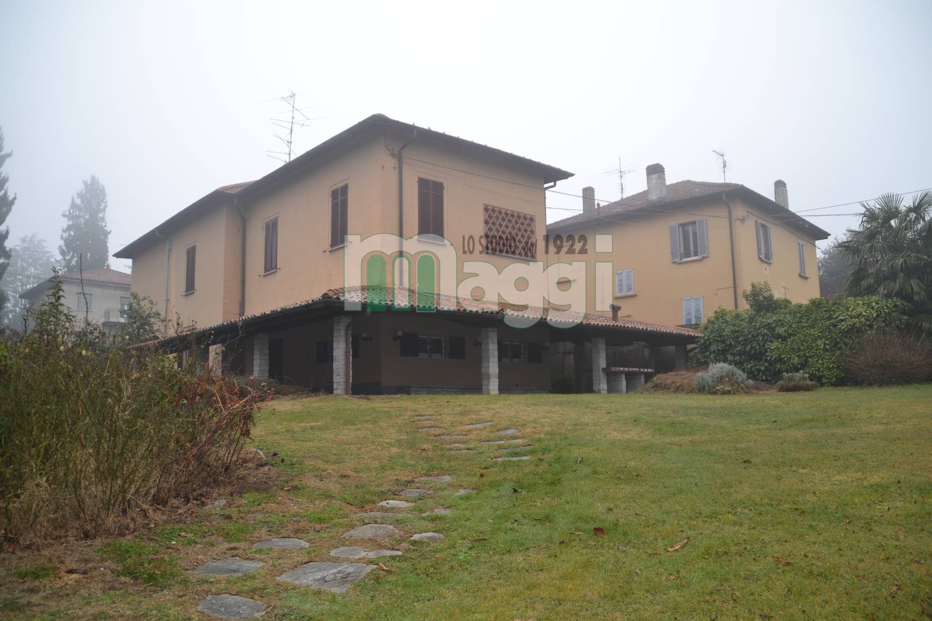 Villa in Vendita a Varese: 5 locali, 460 mq