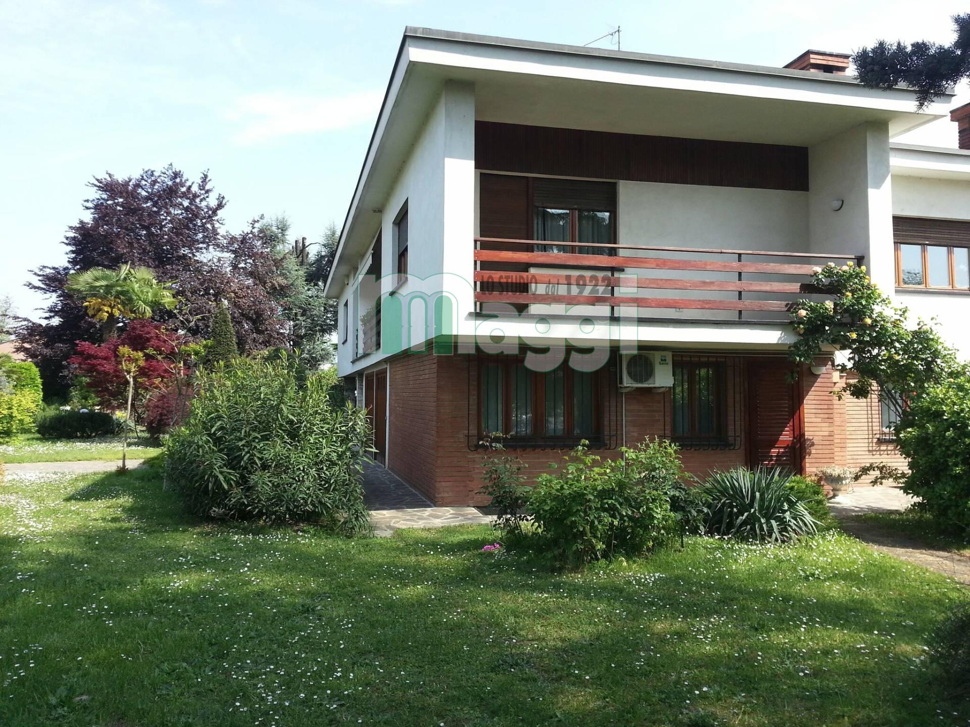 Villa in Vendita a Capriate San Gervasio: 5 locali, 300 mq