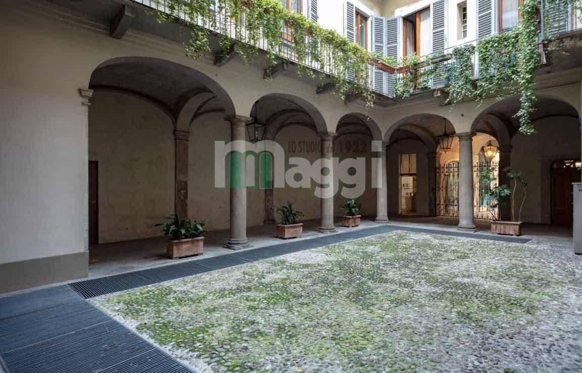 Ufficio-studio in Affitto a Milano: 5 locali, 305 mq