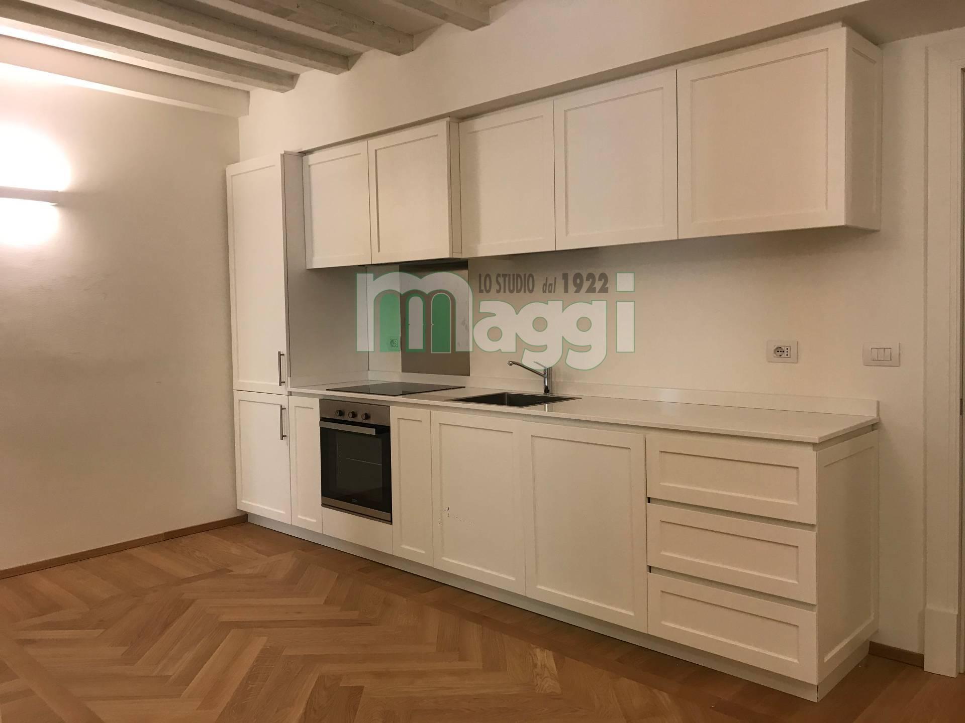Appartamento in Affitto a Milano: 2 locali, 70 mq