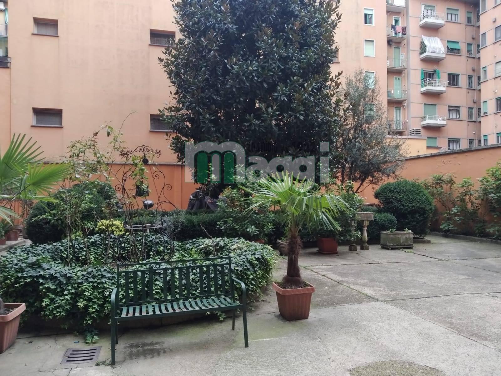 Appartamento in Vendita a Milano 12 Argonne / Indipendenza / Ascoli: 4 locali, 90 mq