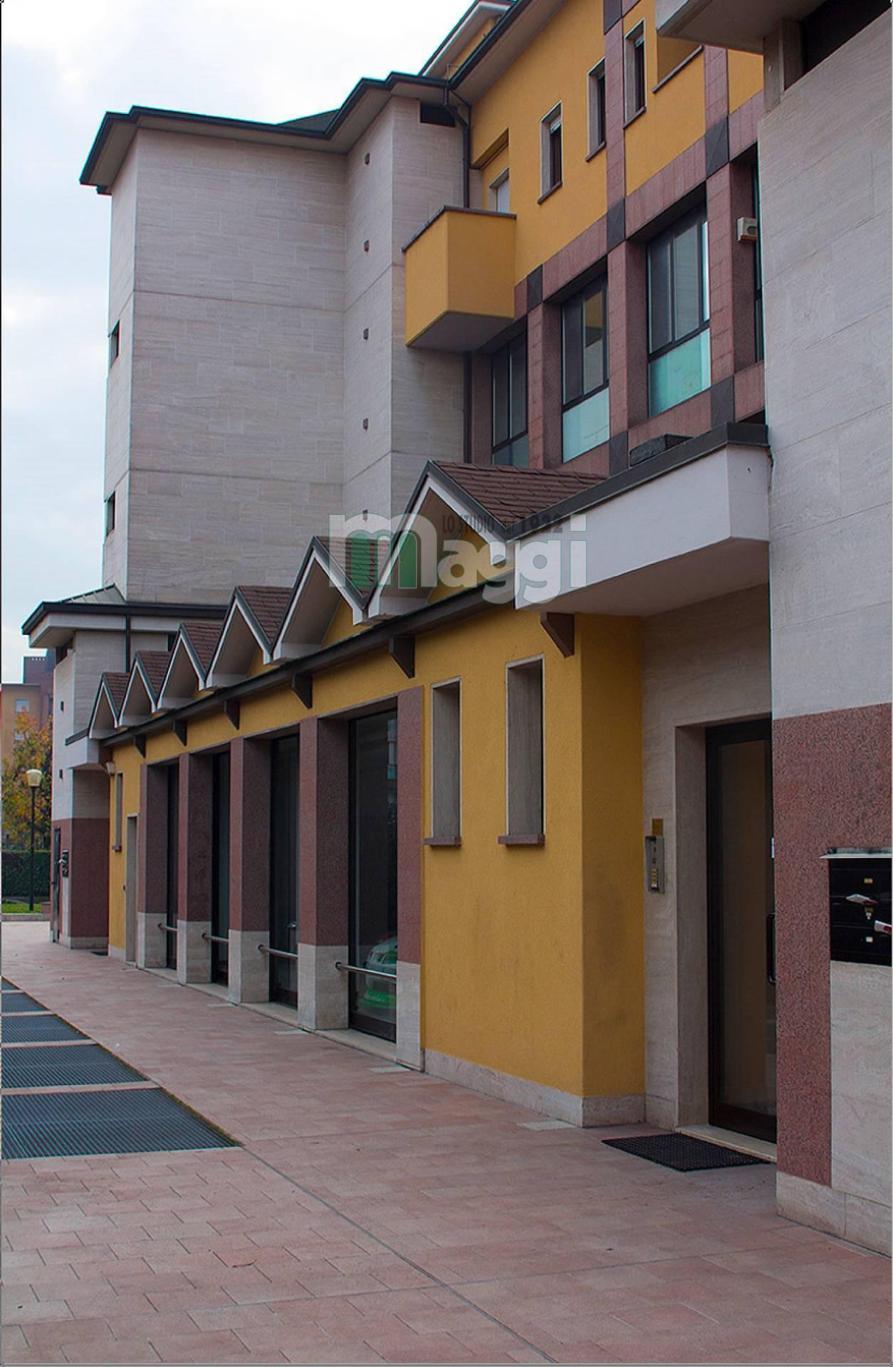 Ufficio-studio in Vendita a Bollate Centro: 5 locali, 236 mq