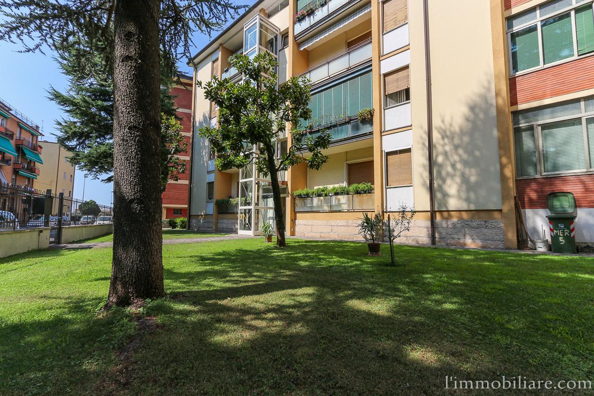 Appartamento in Affitto a Verona Semicentro Nord: 5 locali, 115 mq