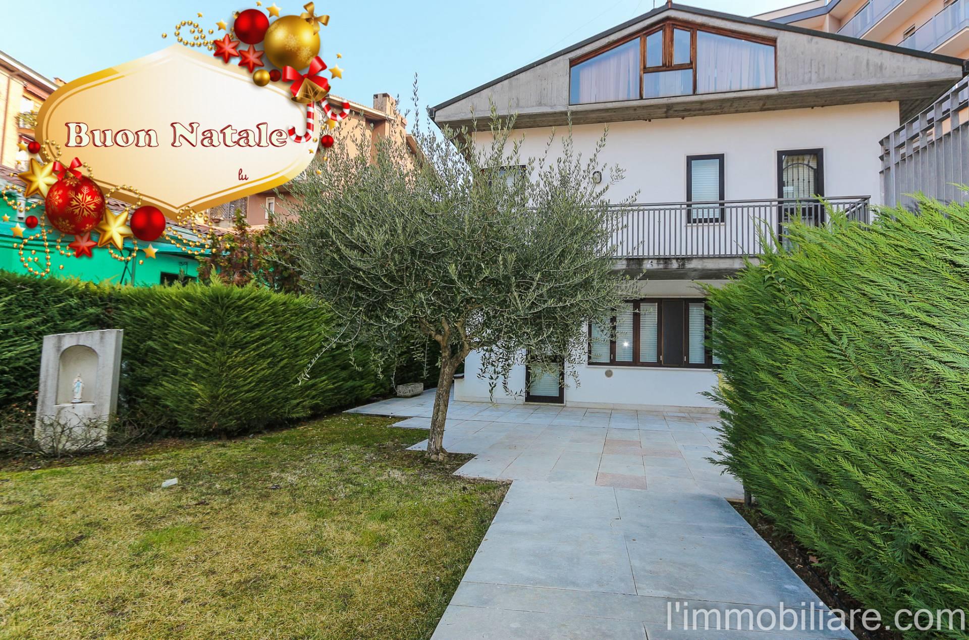 Villa in Vendita a Verona Semicentro Nord: 5 locali, 212 mq