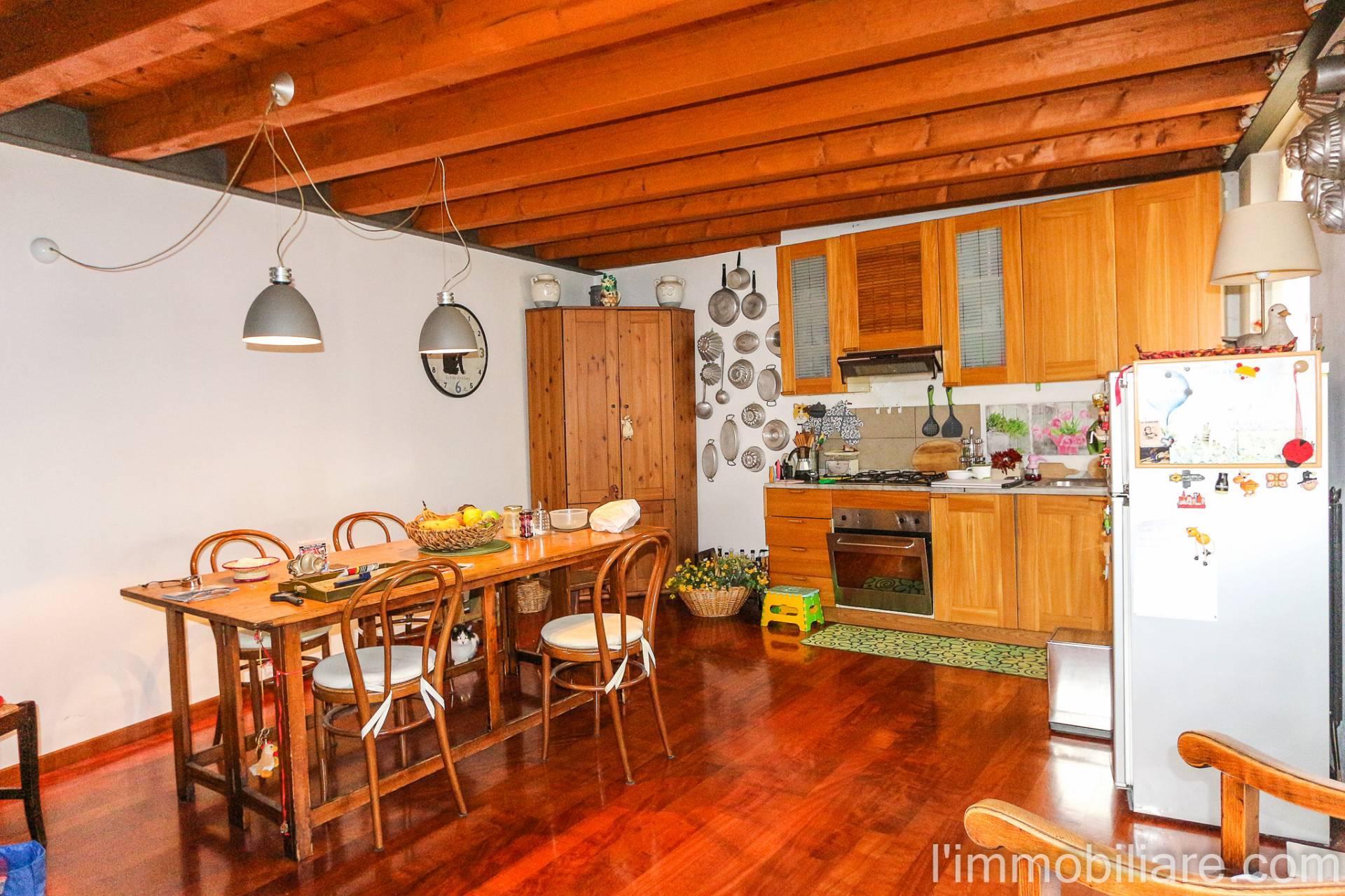 Appartamento in Affitto a Verona Semicentro Nord: 4 locali, 103 mq