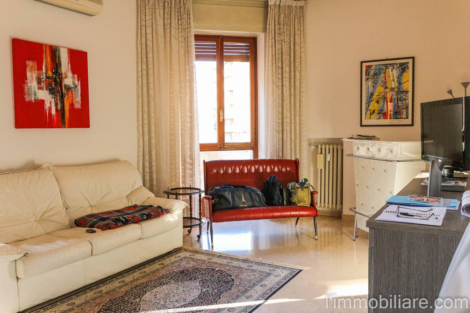 Appartamento in Affitto a Verona Semicentro Ovest: 5 locali, 100 mq