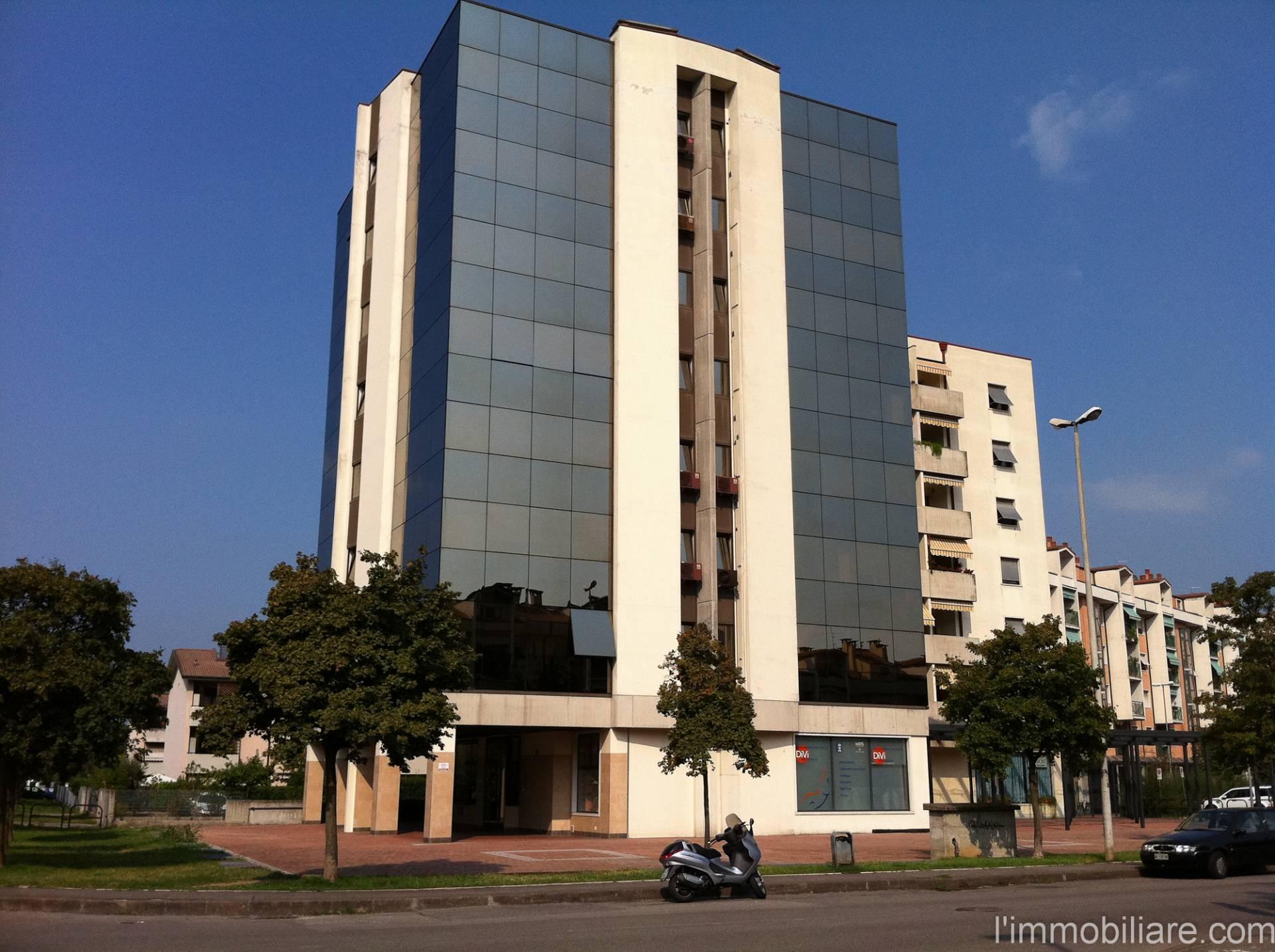 Ufficio-studio in Vendita a Verona Semicentro Ovest: 3 locali, 80 mq