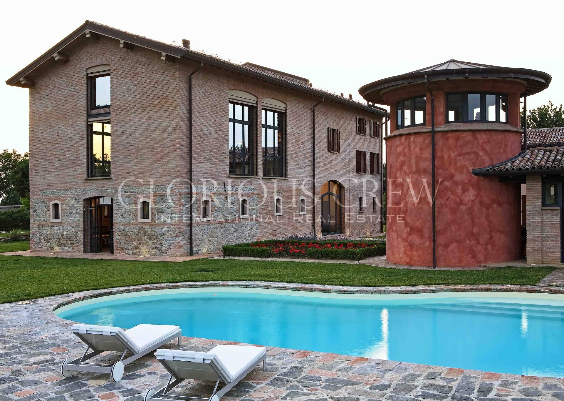 Villa in Vendita a Quattro Castella: 5 locali, 800 mq