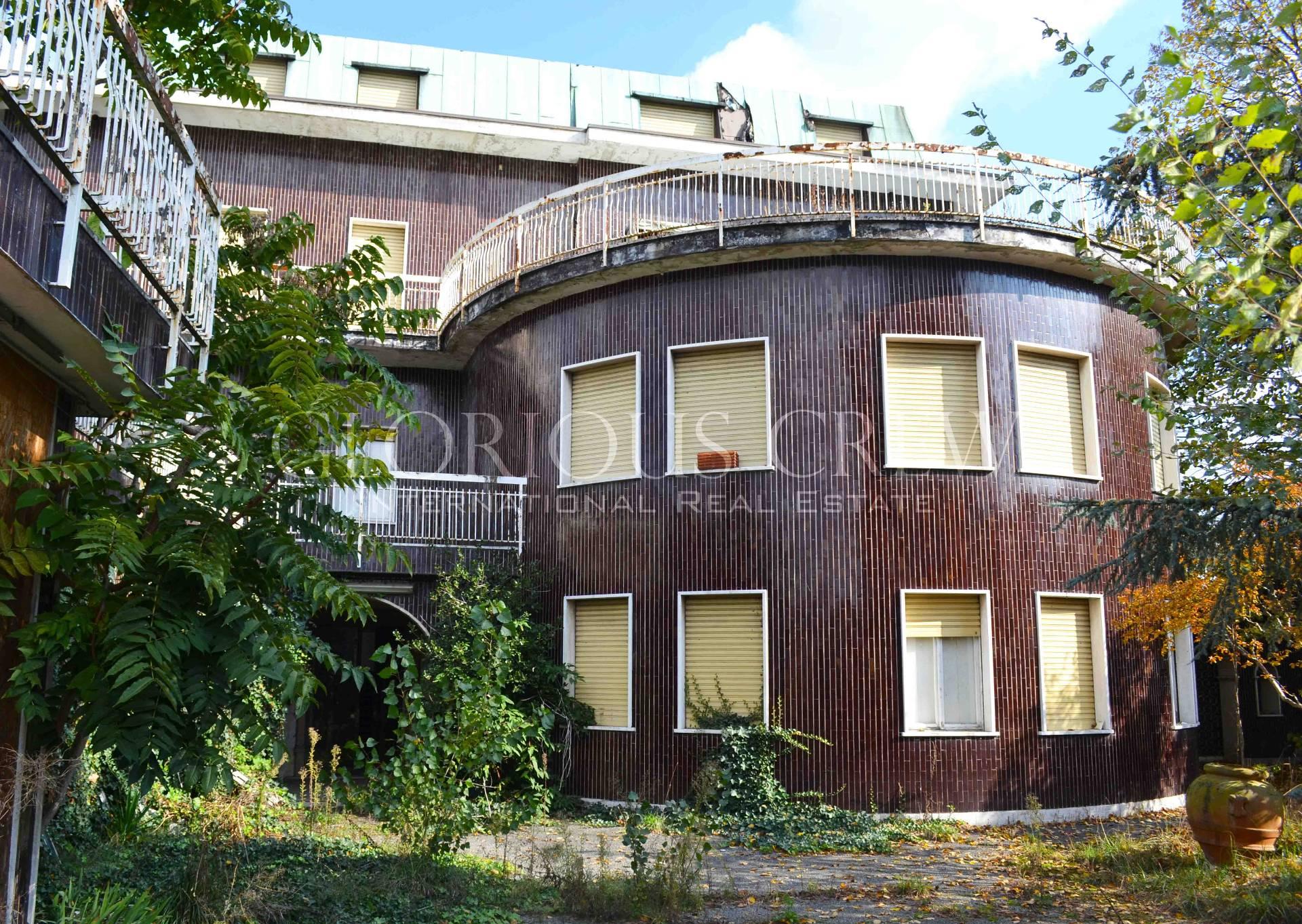 Rustico in Vendita a Milano 23 Forlanini / Mecenate: 5 locali, 1200 mq