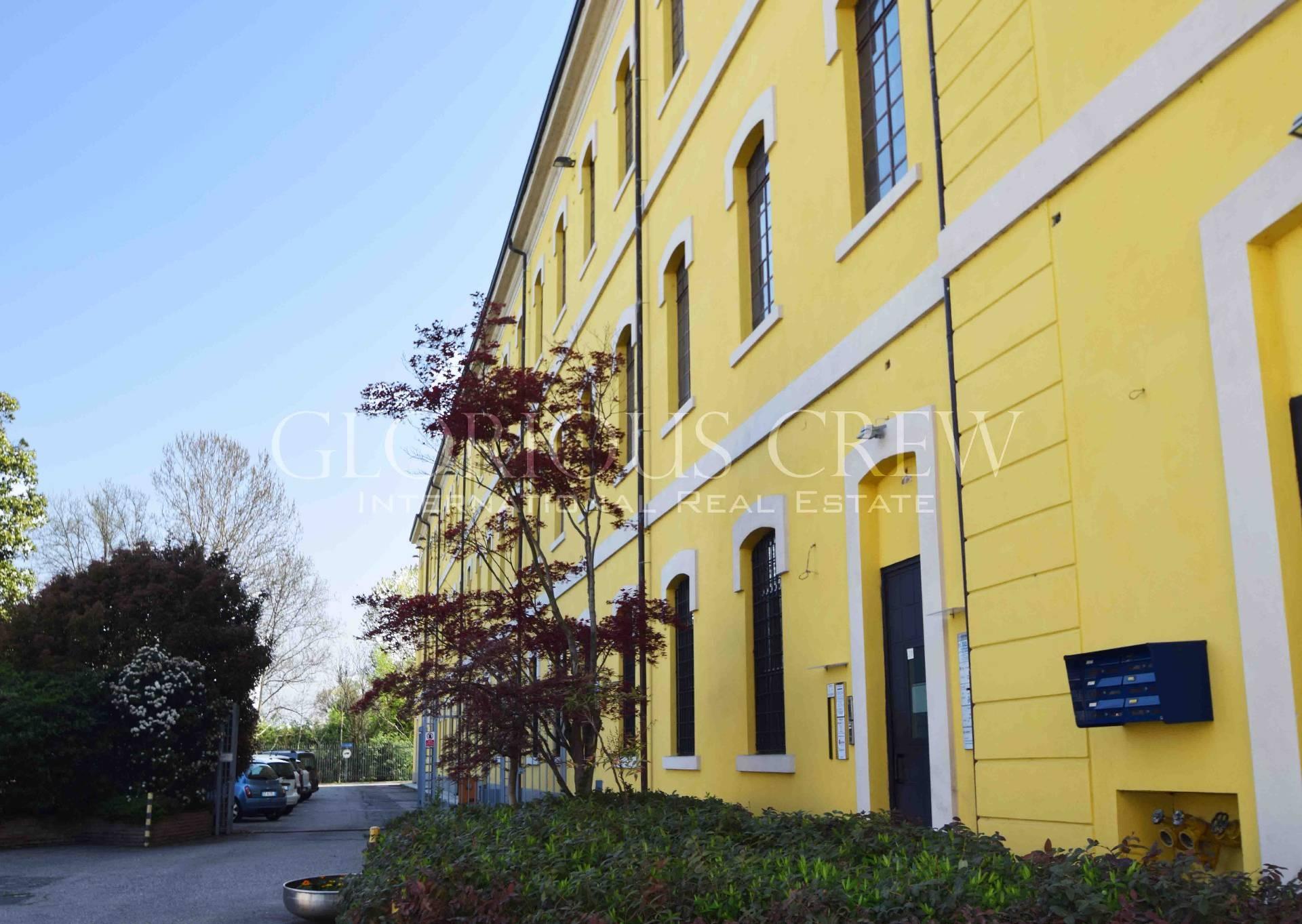 Ufficio-studio in Affitto a Rozzano: 4 locali, 230 mq
