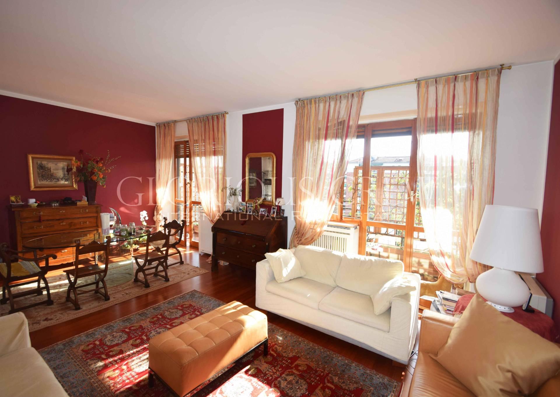 Appartamento in Vendita a Milano 26 Bande Nere / Zurigo / Parri: 4 locali, 150 mq