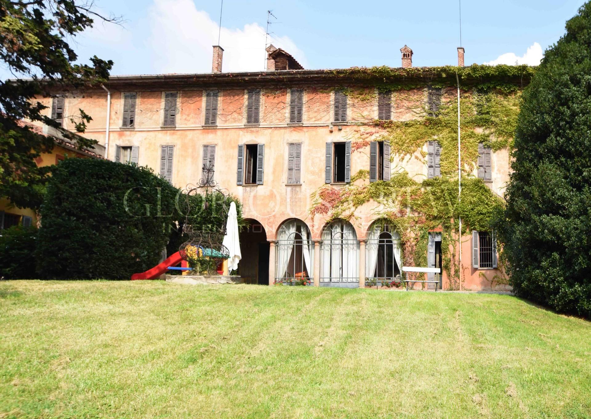Villa in Vendita a Tradate: 5 locali, 1730 mq
