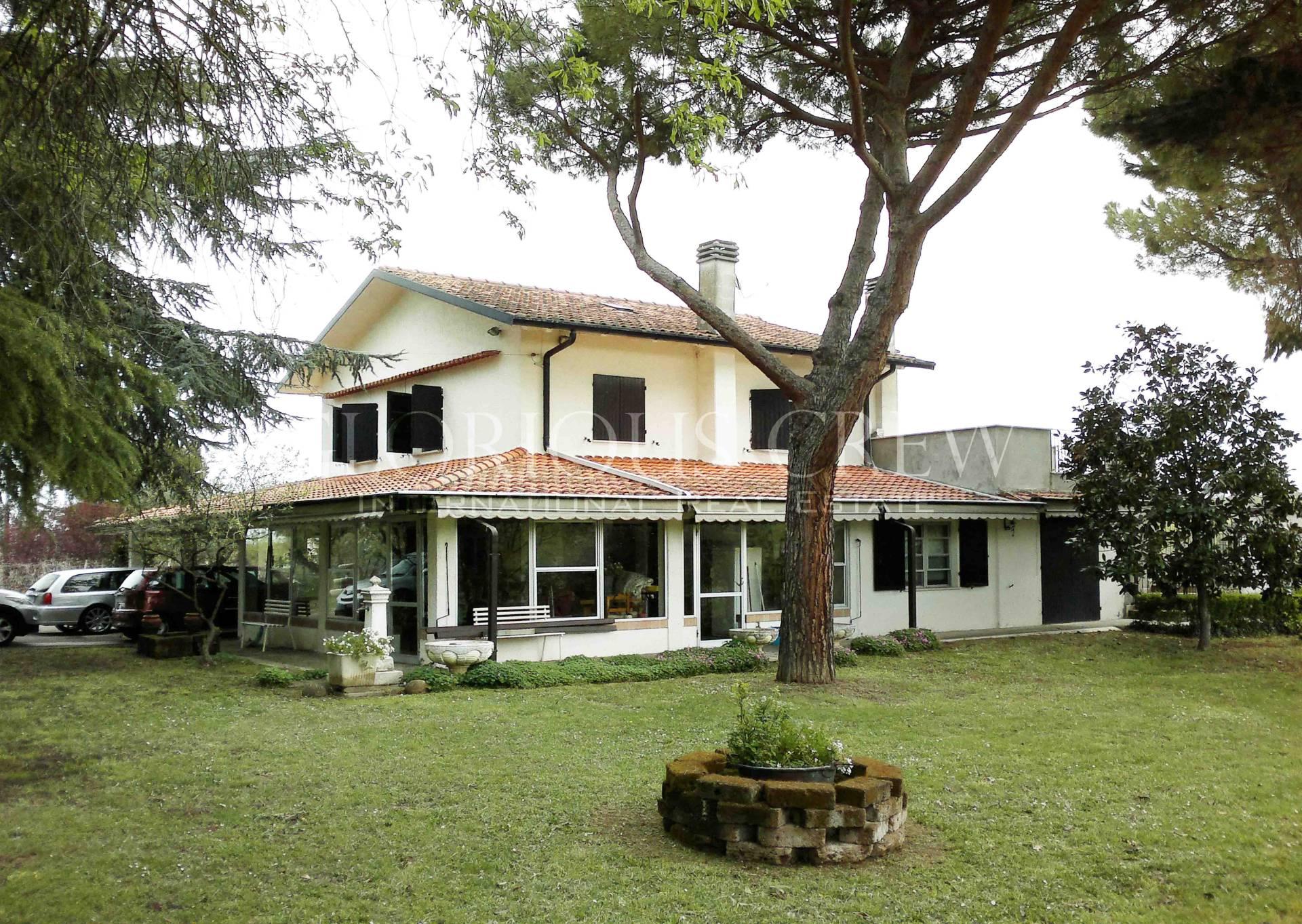 Villa in Vendita a Coriano: 5 locali, 462 mq