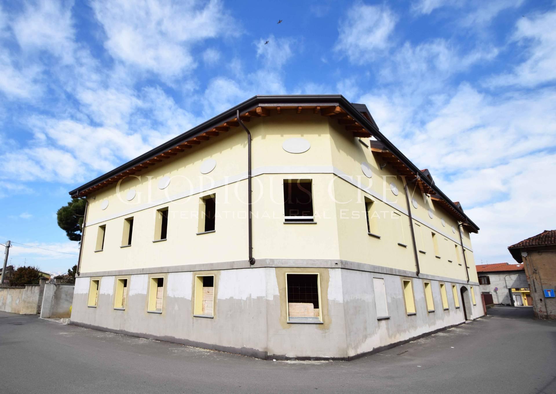 Palazzo in Vendita a Lonate Pozzolo: 5 locali, 1100 mq