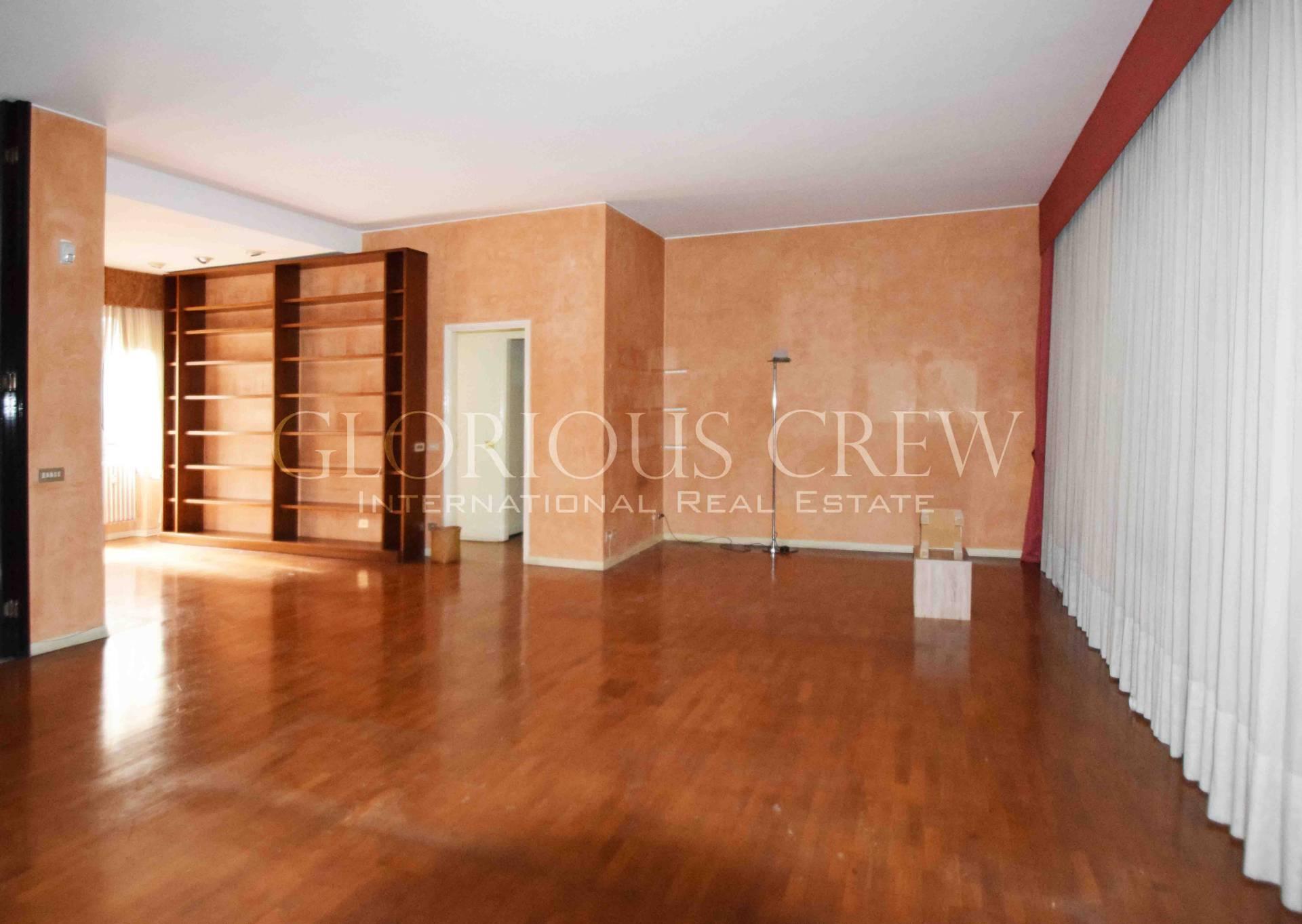 Appartamento in Affitto a Milano 01 Centro storico (Cerchia dei Navigli): 5 locali, 305 mq