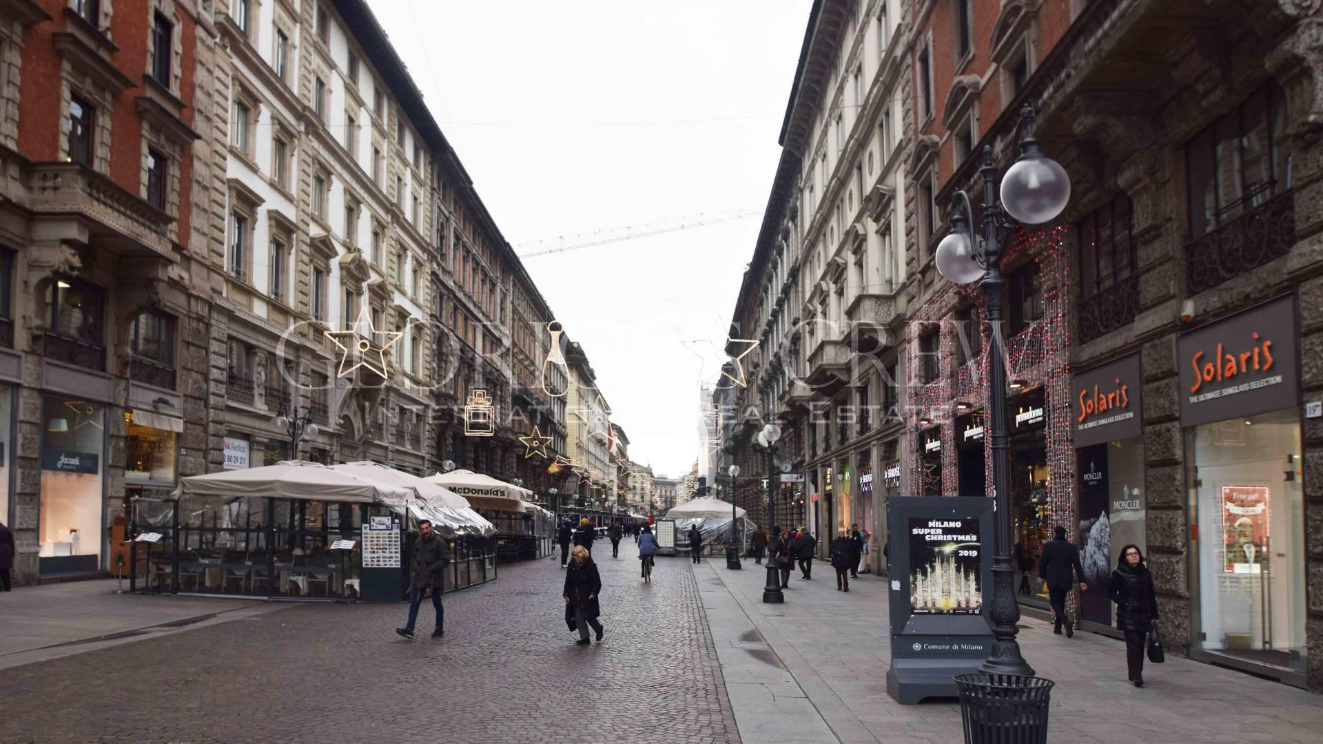 Negozio-locale in Vendita a Milano 01 Centro storico (Cerchia dei Navigli): 5 locali, 149 mq