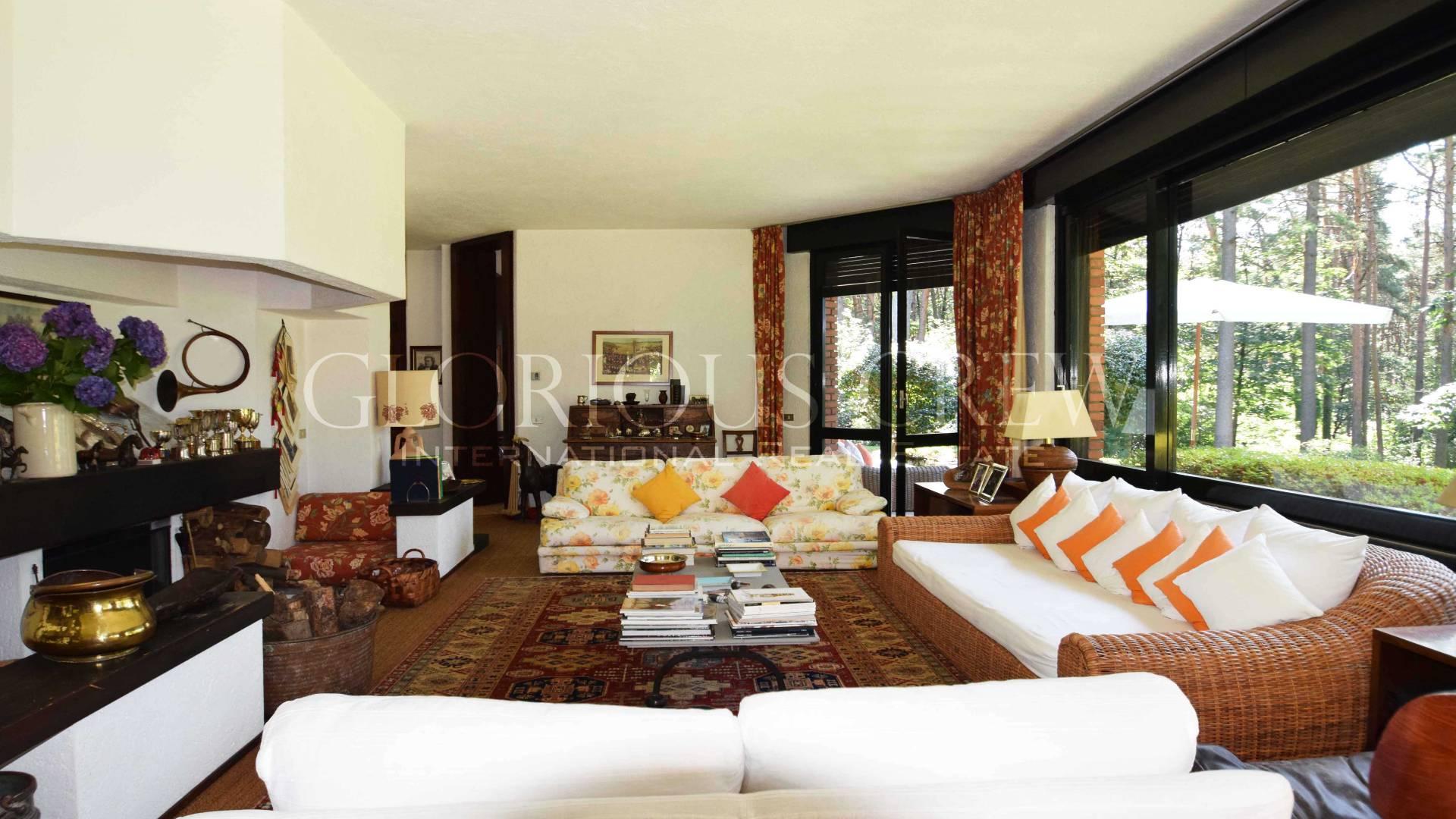 Villa in Vendita a Sesto Calende: 5 locali, 413 mq