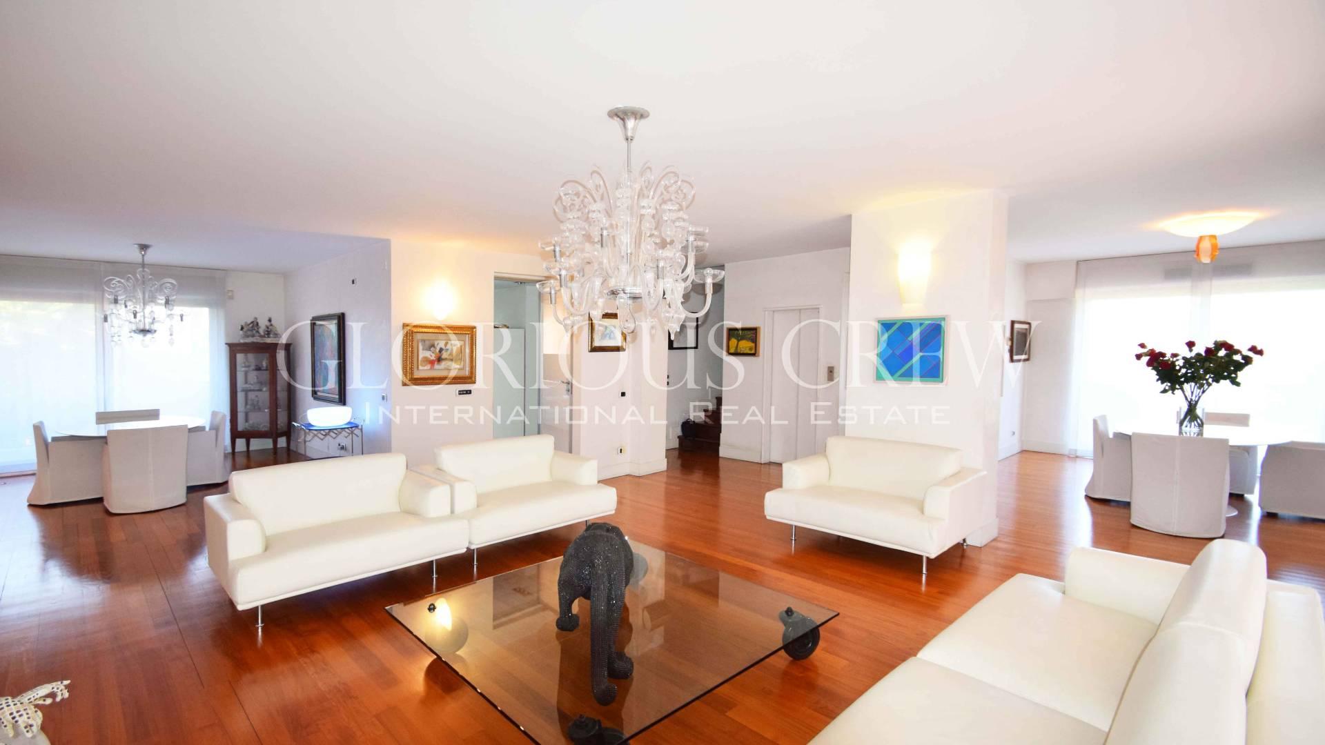 Villa in Affitto a Basiglio: 5 locali, 900 mq