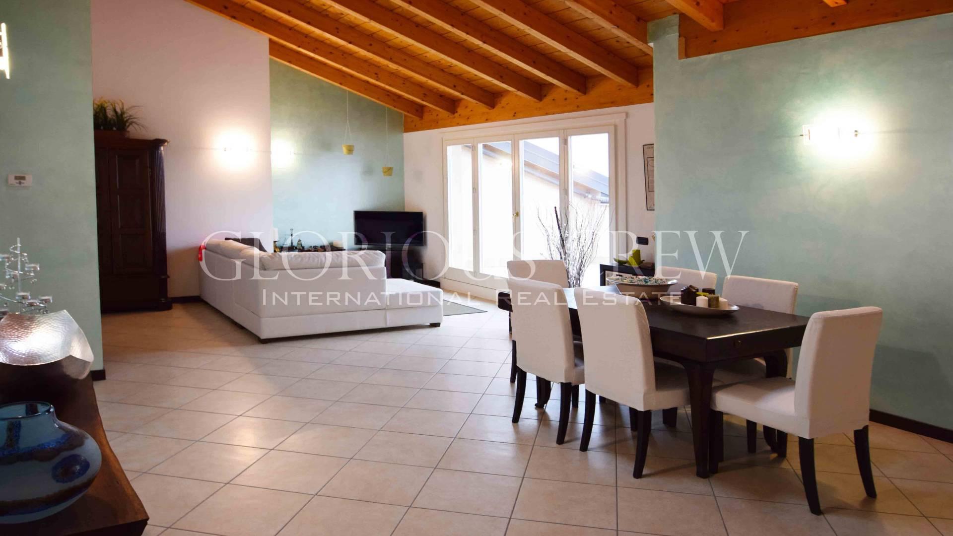 Appartamento in Vendita a San Fermo Della Battaglia: 4 locali, 134 mq