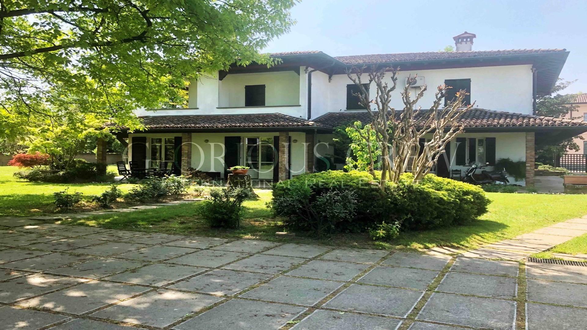 Villa in Vendita a Crema: 5 locali, 484 mq