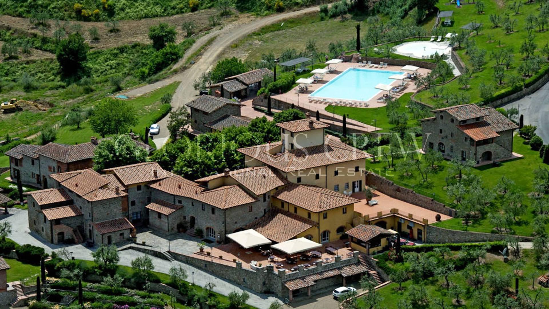 Albergo in Vendita a Montevarchi: 7700 mq