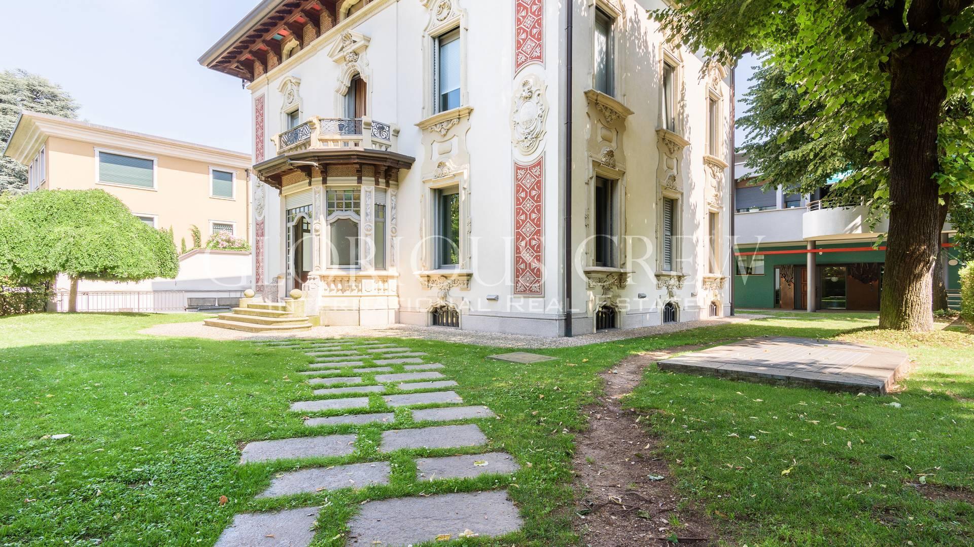 Villa in Vendita a Monza: 5 locali, 350 mq
