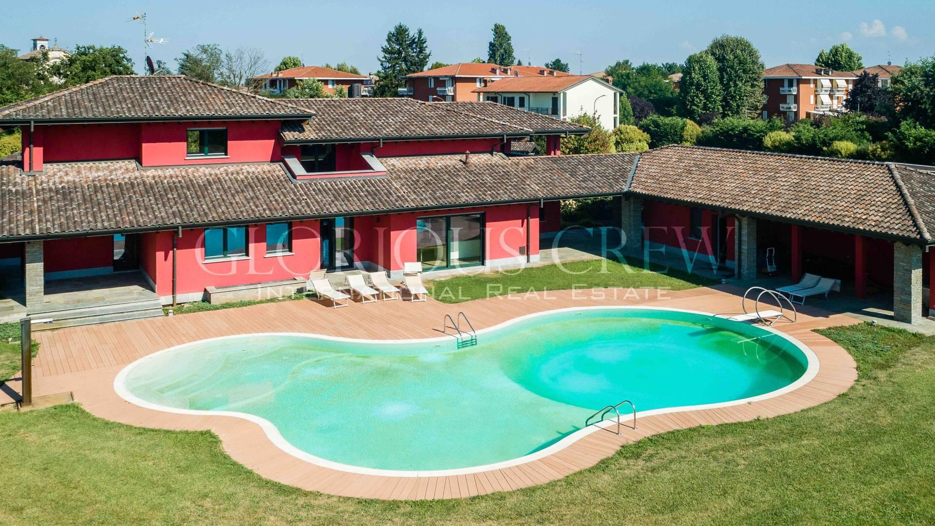 Villa in Vendita a San Genesio Ed Uniti: 5 locali, 630 mq