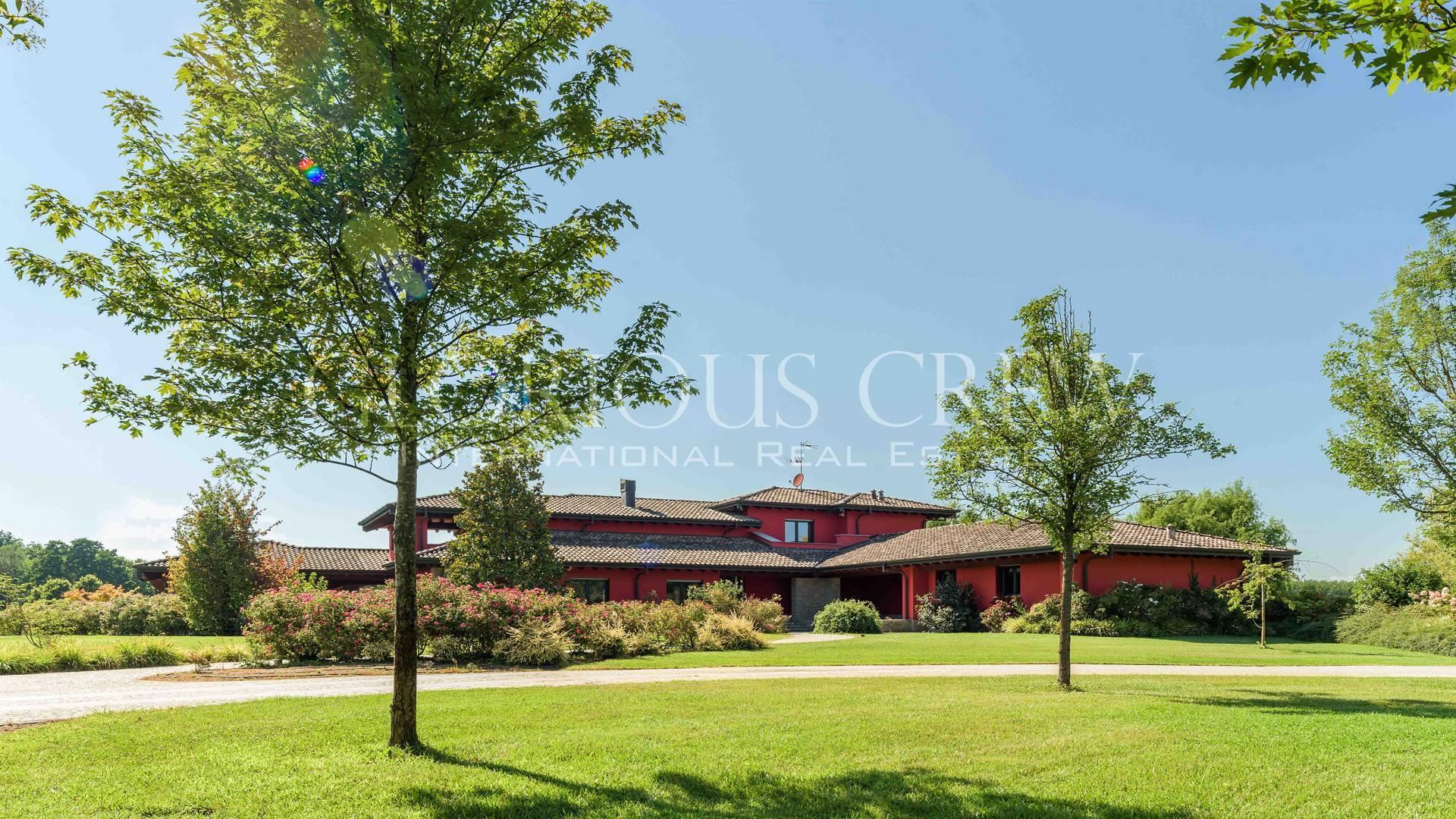 Villa in Vendita a San Genesio Ed Uniti: 5 locali, 630 mq - Foto 1