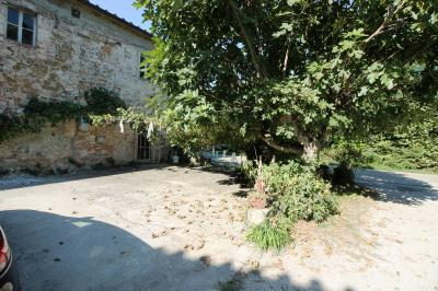 Rustic for Sale to San Giuliano Terme