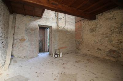 Air-ground building for Sale to Capannori