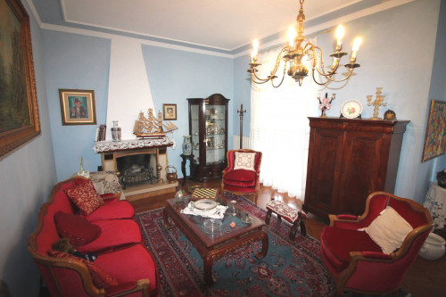 Apartment for Sale to Lucca