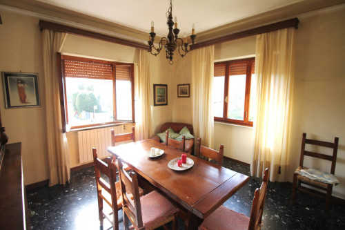 Detached house for Sale to Lucca