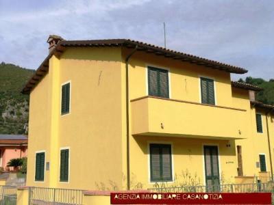 Terraced house for Sale to Borgo a Mozzano