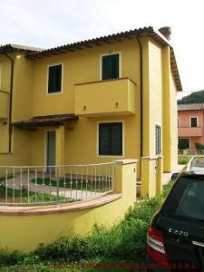 Villa a schiera in Vendita a Borgo a Mozzano