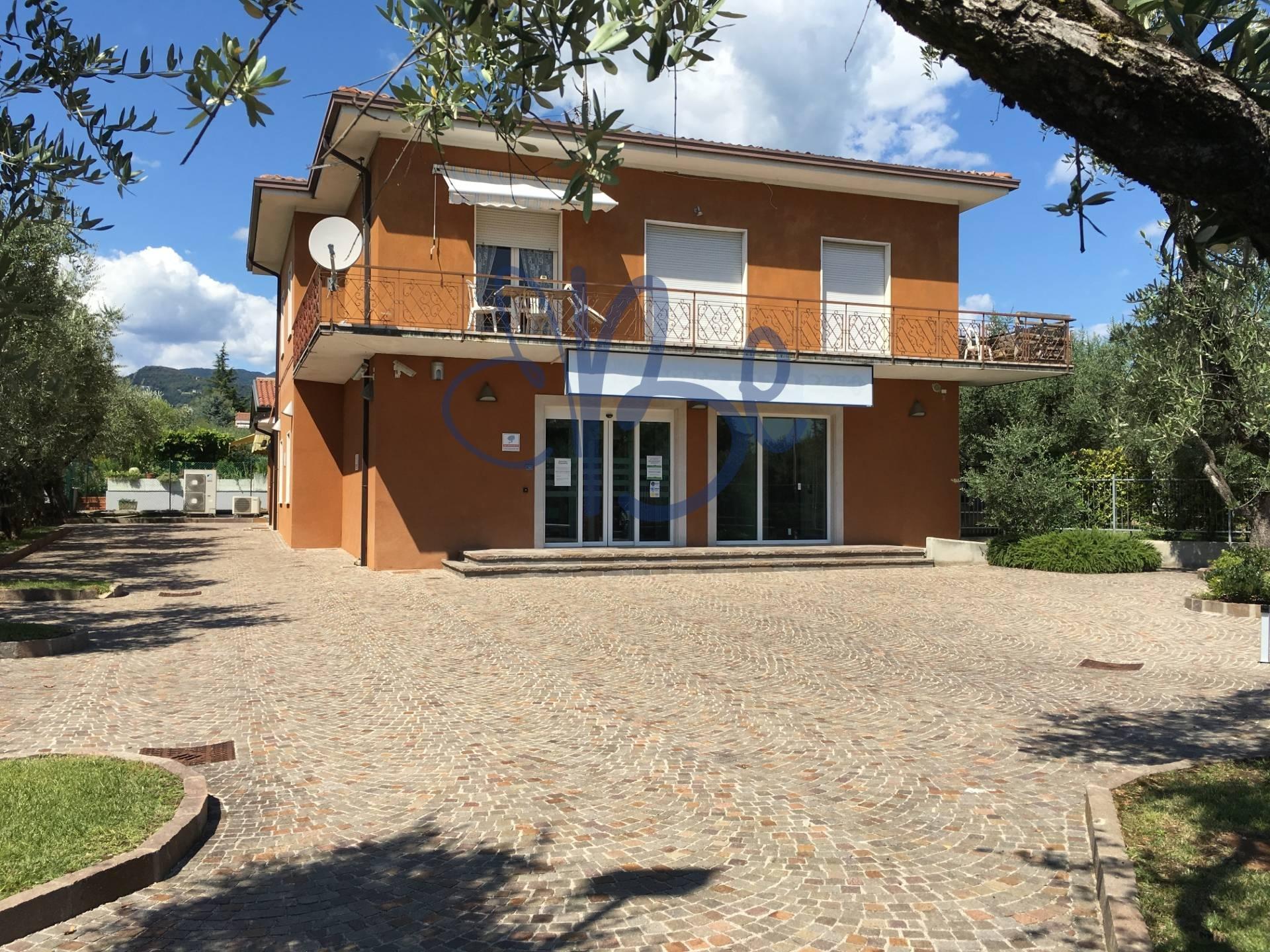 Negozio / Locale in affitto a San Felice del Benaco, 9999 locali, prezzo € 1.300 | CambioCasa.it