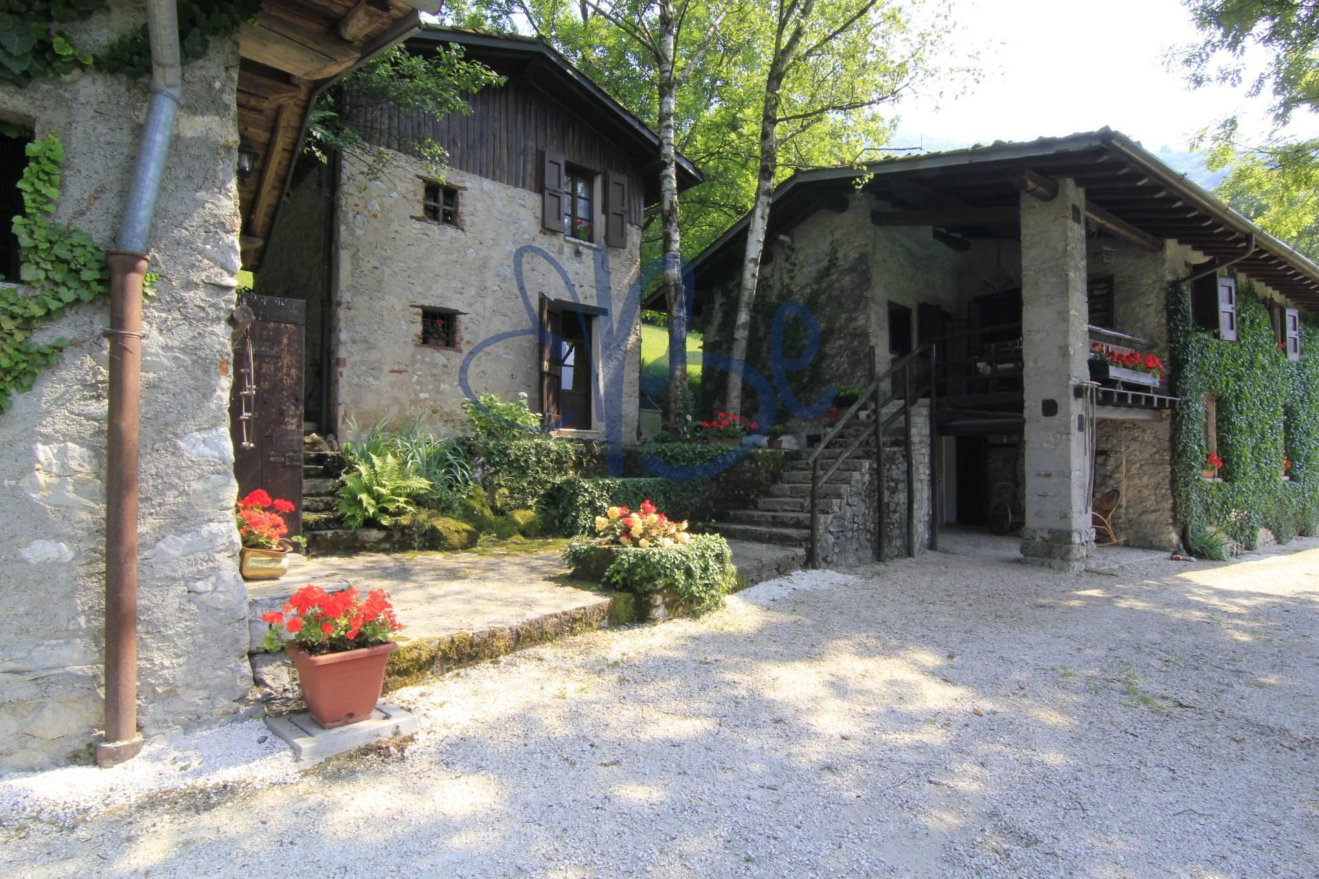 Rustico / Casale in vendita a Caino, 7 locali, prezzo € 650.000 | CambioCasa.it