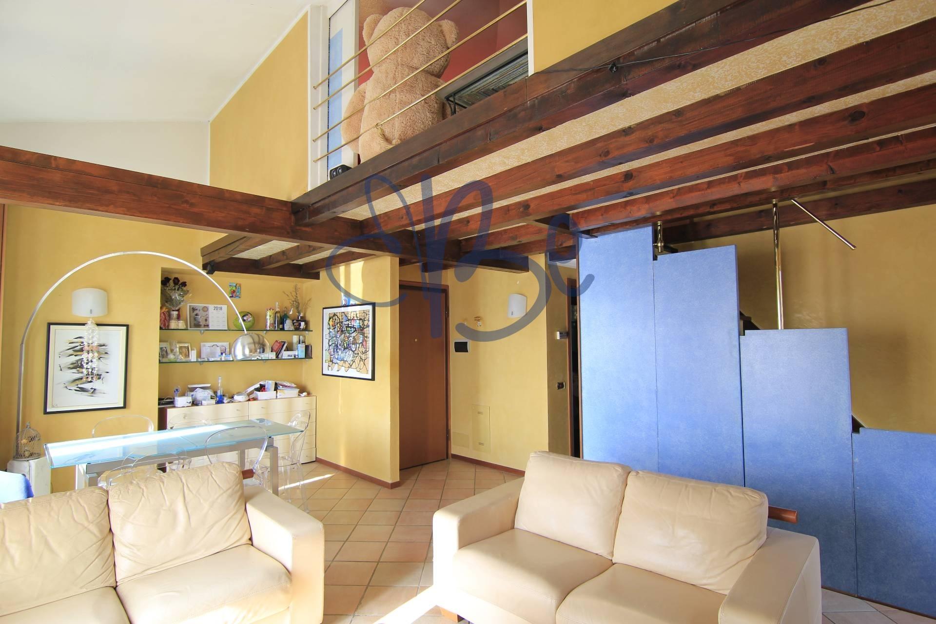 Appartamento in affitto a Salò, 2 locali, zona Località: Salò, prezzo € 600   CambioCasa.it