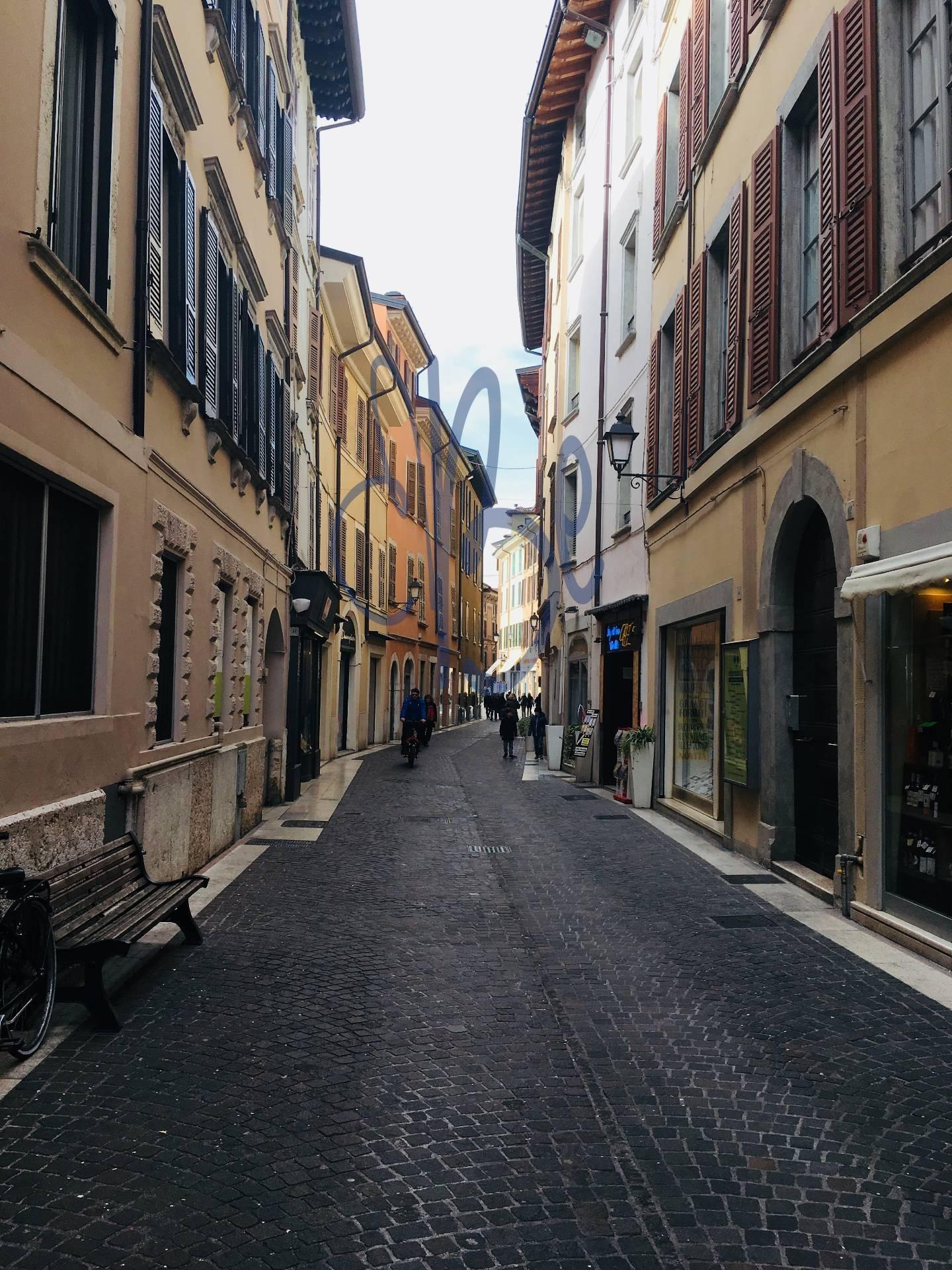Negozio / Locale in affitto a Salò, 9999 locali, prezzo € 1.500 | CambioCasa.it