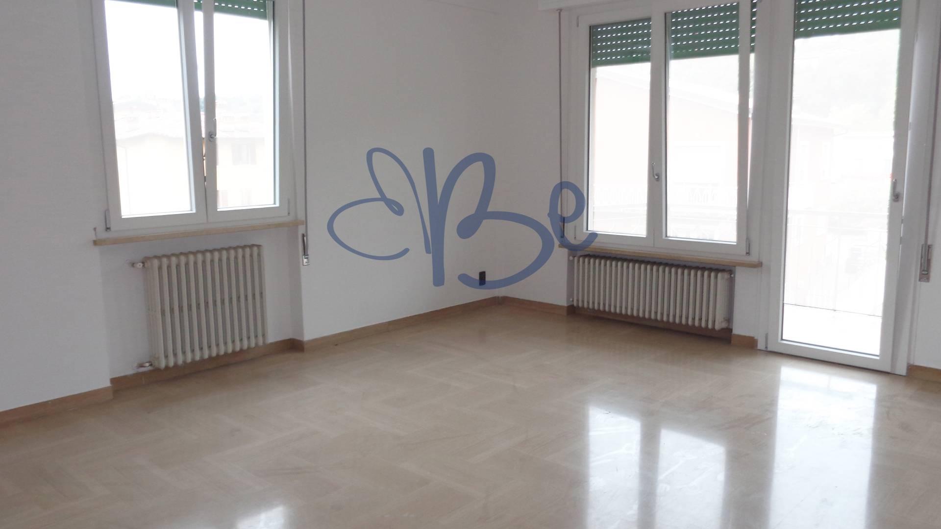 Appartamento in affitto a Salò, 4 locali, prezzo € 750 | CambioCasa.it