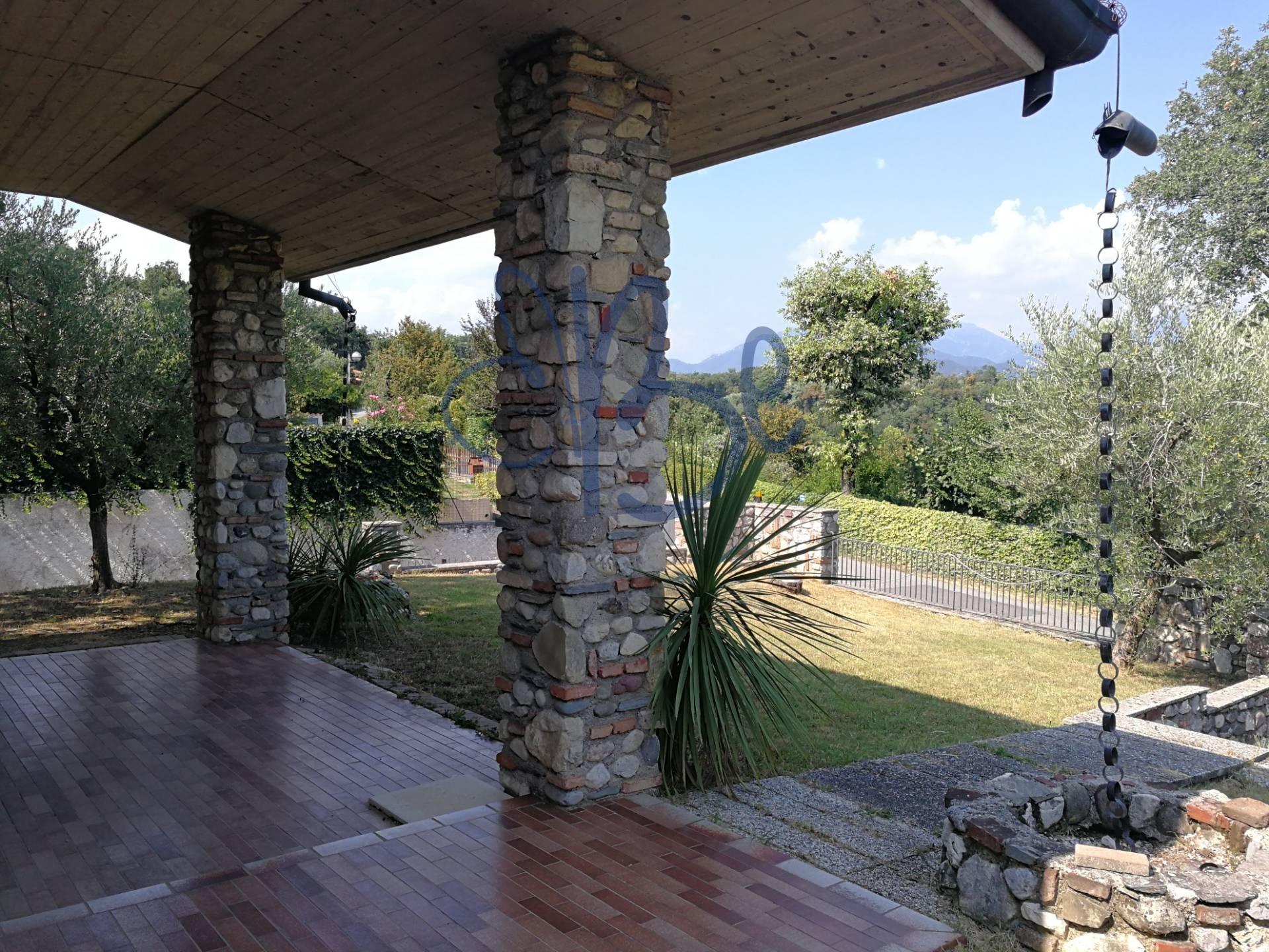 Villa Bifamiliare in vendita a Puegnago sul Garda, 4 locali, zona Zona: Castello, prezzo € 295.000 | CambioCasa.it