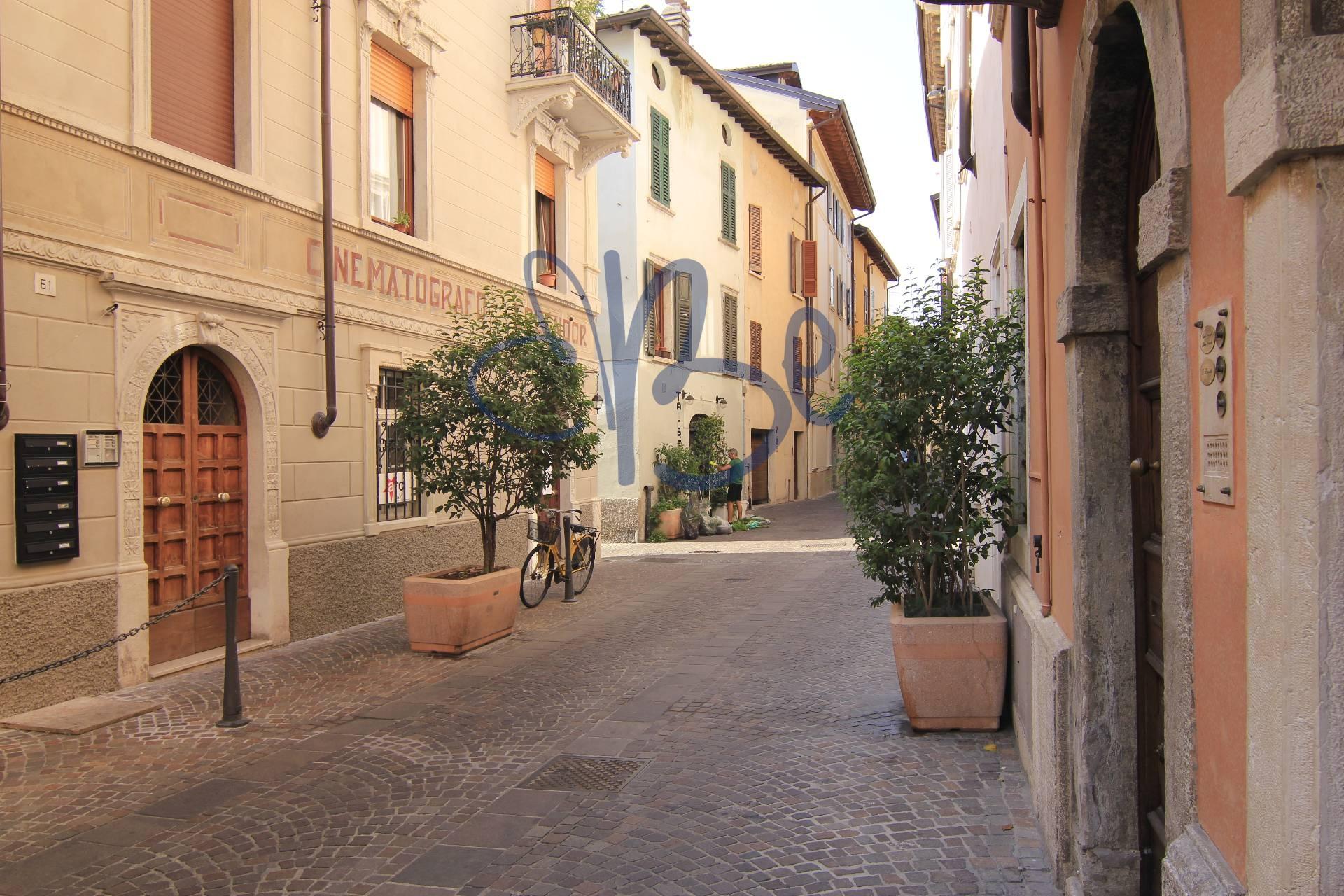 Negozio / Locale in affitto a Salò, 9999 locali, prezzo € 850 | CambioCasa.it