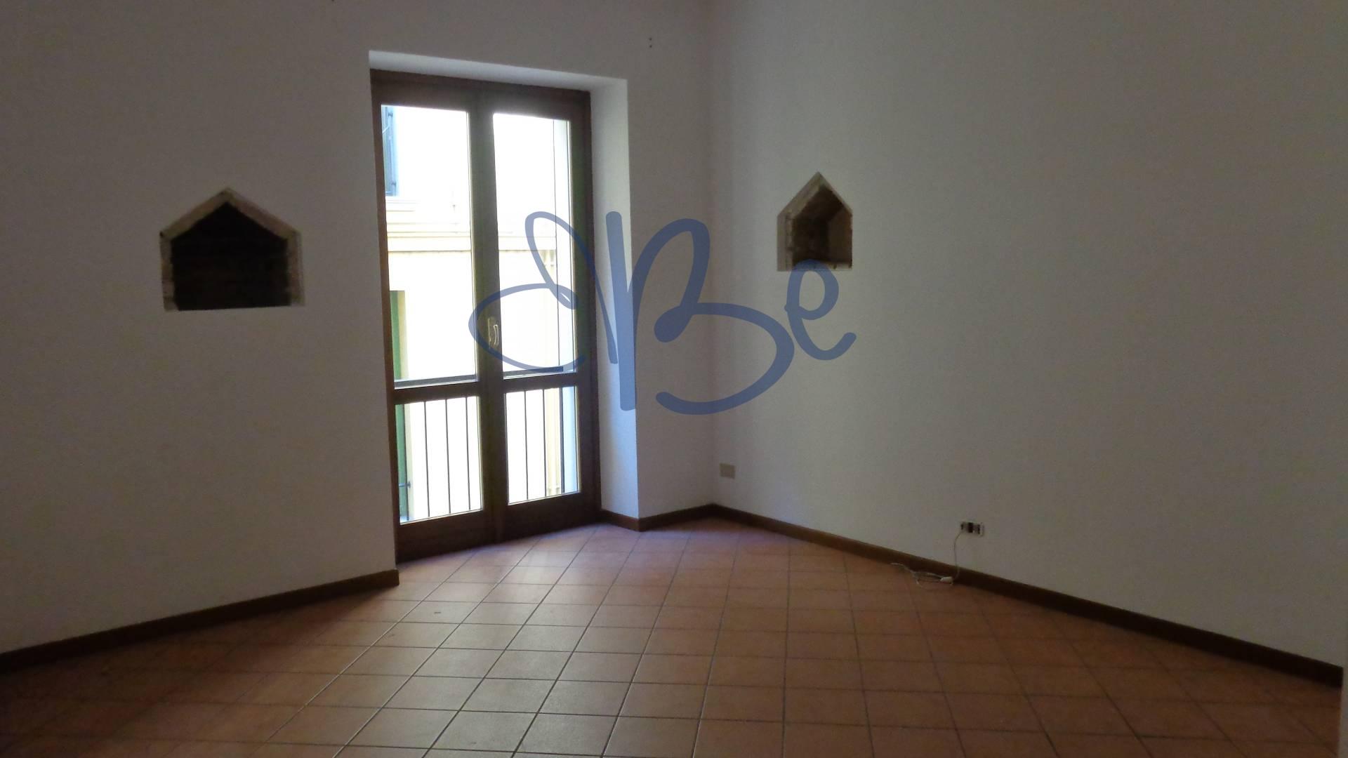 Appartamento in affitto a Salò, 3 locali, zona Località: Salò-Centro, prezzo € 500 | CambioCasa.it