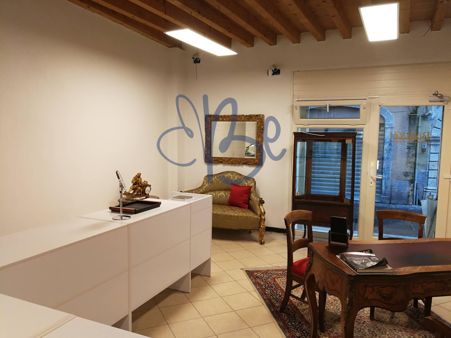 Negozio / Locale in affitto a Salò, 9999 locali, zona Località: Salò-Centro, prezzo € 500 | CambioCasa.it
